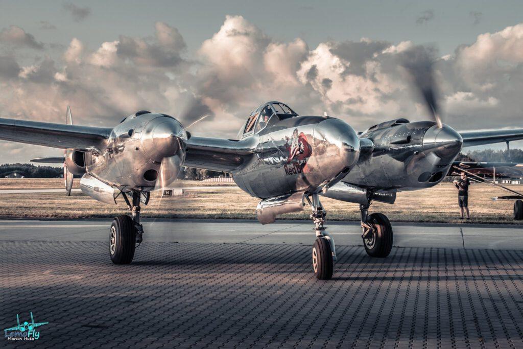 "myśliwiec P-38 ""Lighting"", fot. Marcin Huta (LemoFly.pl) - Historyczne samooty RedBull, Historyczne samoloty RedBull w Gdyni"